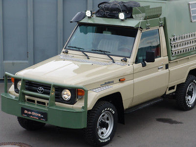 SOLD – Toyota Land Cruiser 75 4×4 HZJ WOMO – Germany