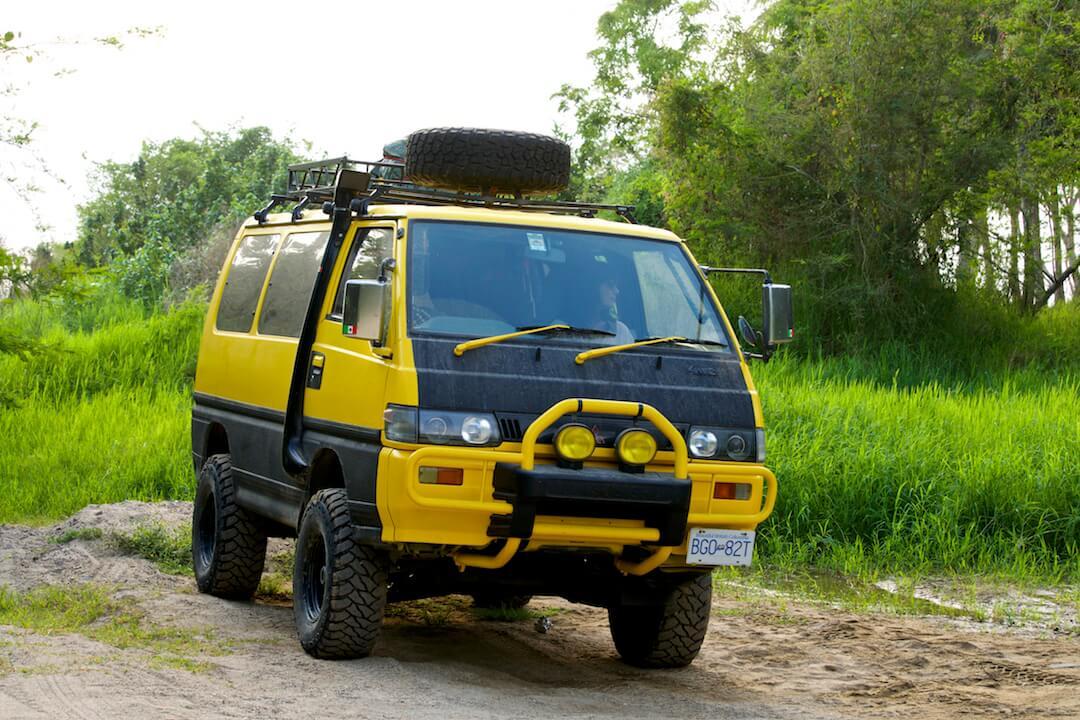 Mitsubishi Delica L300 – 18000 USD – Mexico
