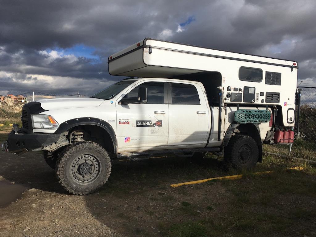 SOLD – Dodge Ram 2500 5.7 & Palomino Backpack Camper – Chile – $50,000 US