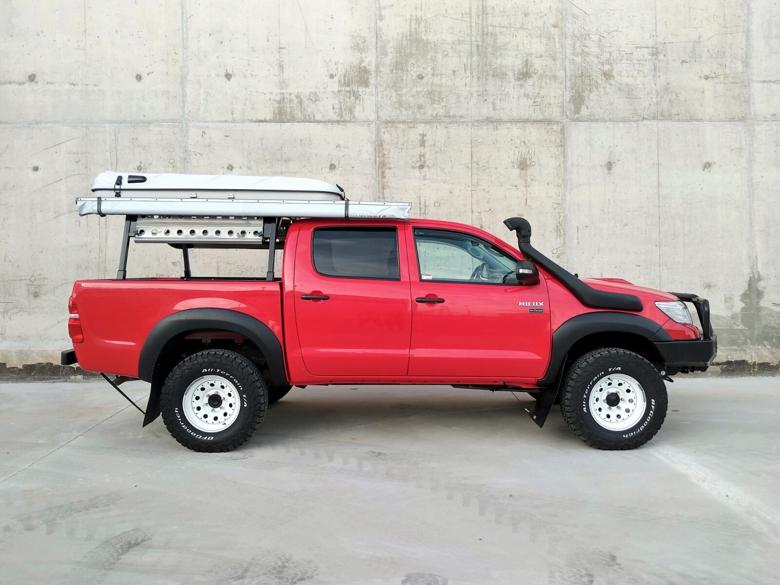 Toyota Hilux 2.5D4D VX Expedition – Spain – €29,500